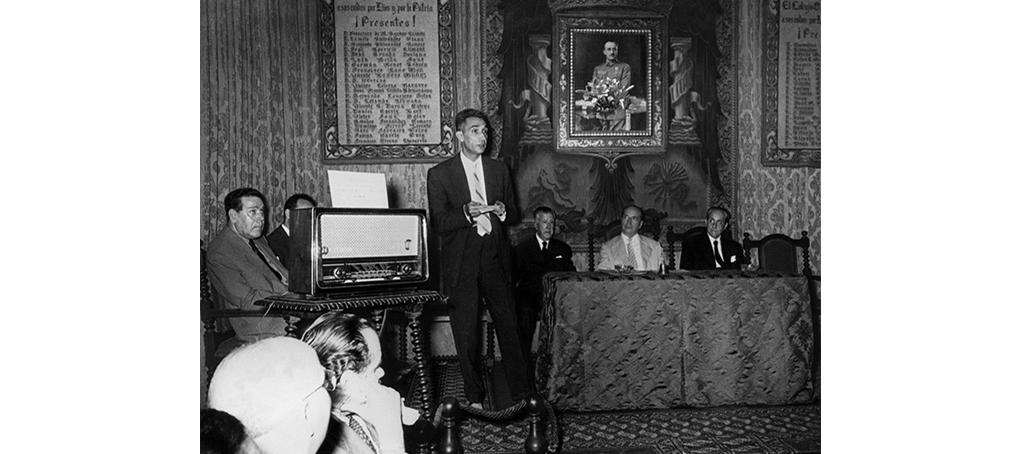 F2 03 foto encontrada discurso años 50 congreso médico radio antigua jose camara