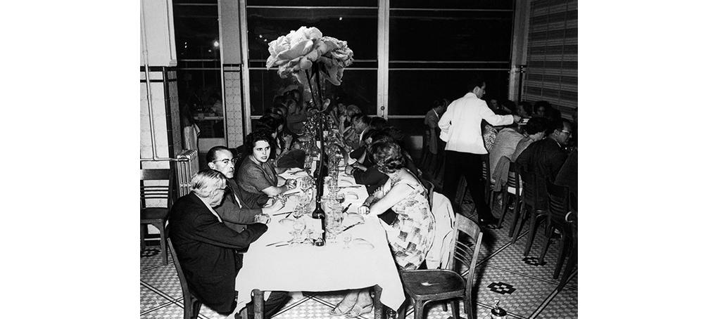 F2 09 flor gigante cena de gala fotomontaje foto encontrado jose camara