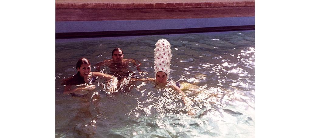 F3 06 piscina gorro baño gigante flores album familiar jose camara