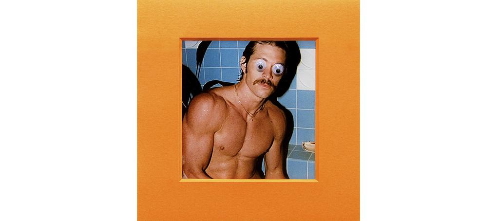 soy todo ojos 01 googly eyes posits bathroom bigote hunk beefcake vintage magazine Jose camara